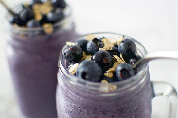 Vegan Blueberry Oatmeal Smoothie